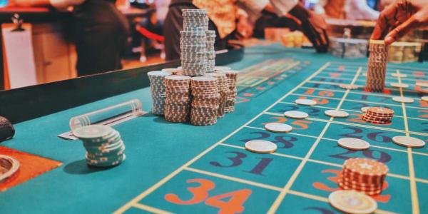 3 geriausi pokerio variantai, kuriuos galima žaisti internete